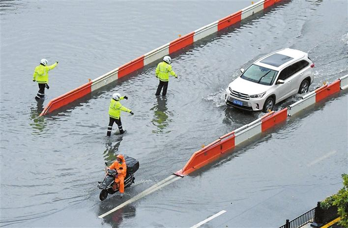 新一轮暴雨袭击河南 郑州紧急转移24万人
