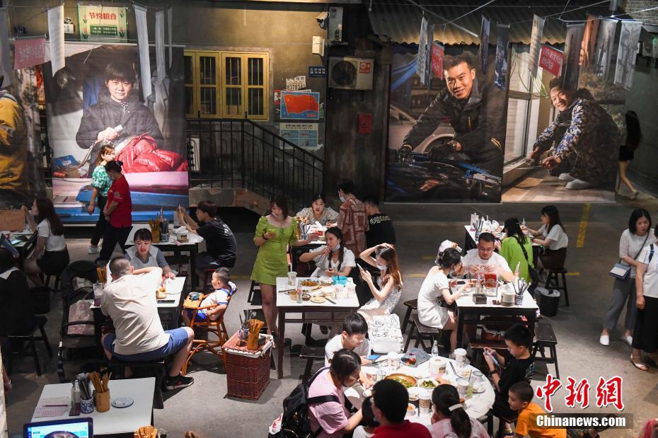 长沙市井人文影像展讲述民众幸福生活